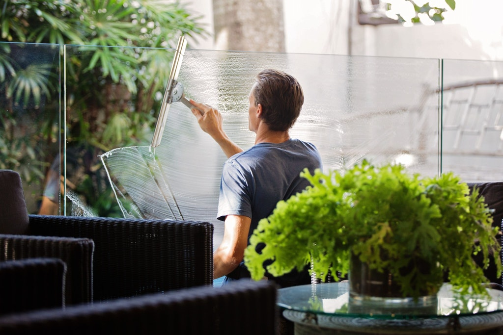 cleaning patio glass panes